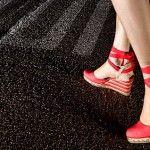 Viste a la moda con las alpargatas de cuña de Castañer